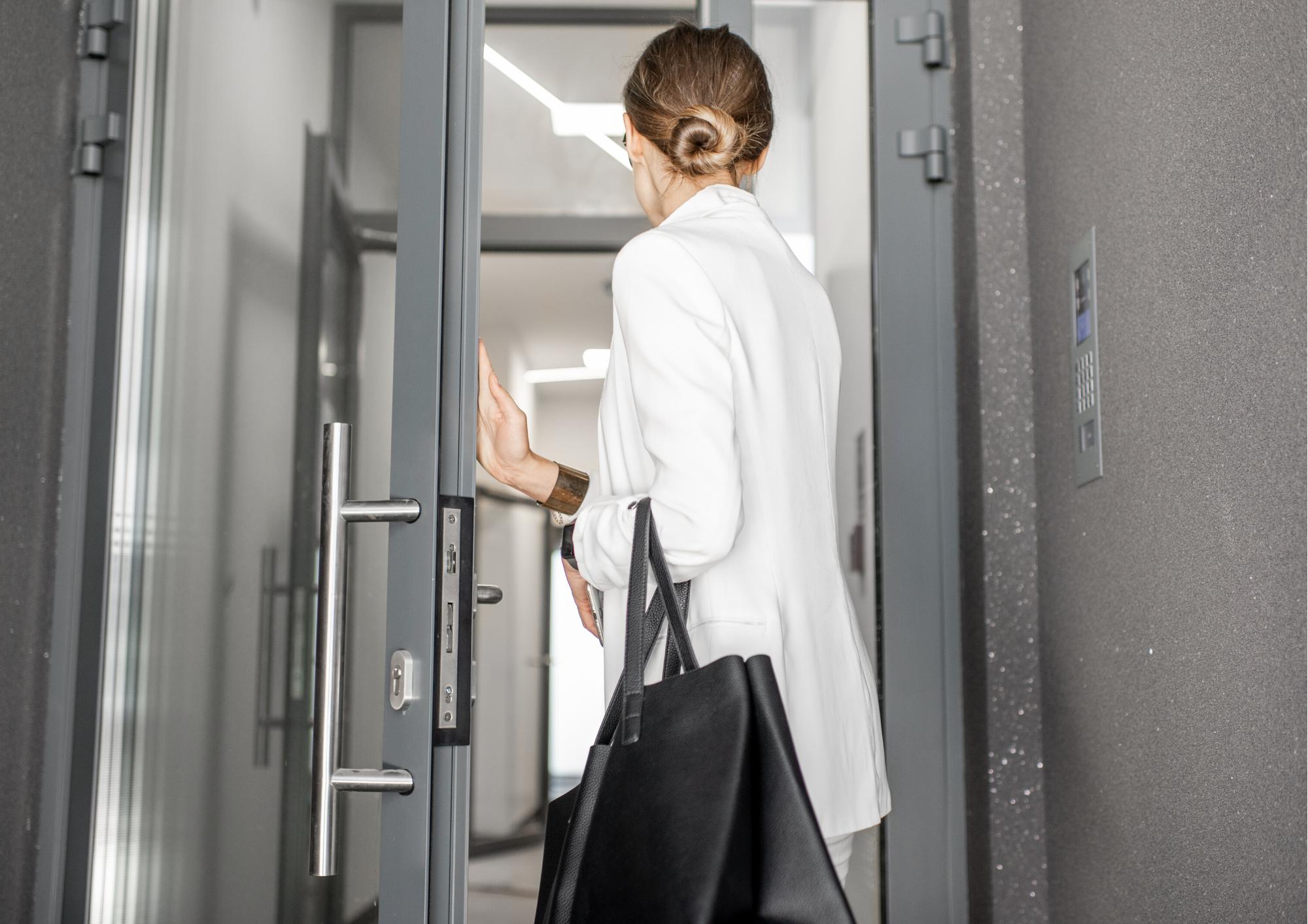 Fokus når den fysiske arbejdsplads åbner